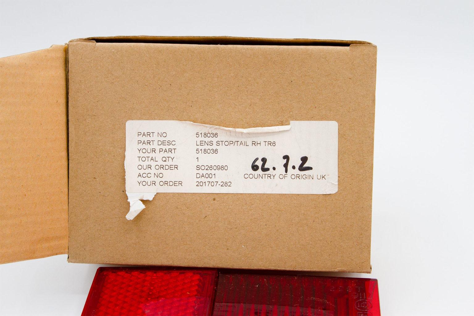 feu-arriere-droit-triumph-tr6-model-l832-04